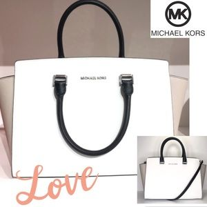 Michael Kors Bags - 🔥Michael KORS Large Selma  Leather Gorgeous!